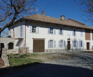 (Italiano) 011 – Rustico/Casale residenziale in vendita a Canelli