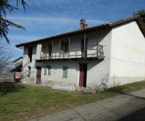077 – Farmhouse ion sale in Cossano Belbo