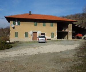 020 – Farmhouse on sale in Santo Stefano Belbo