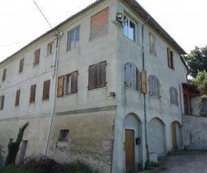 010 – Big house on sale in Rocchetta Belbo