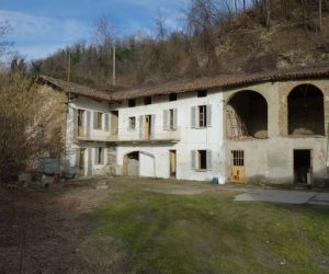 082 – Country house on sale in Canelli