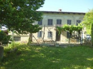 026 -Country house on sale in Santo Stefano Belbo